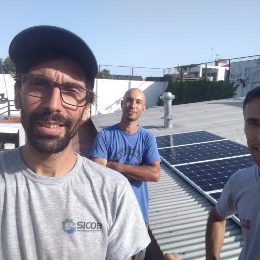 Ex alumnos del CFP 407 conforman un equipo de instalación solar fotovoltaica